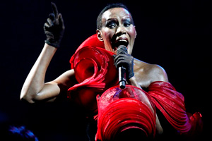 Grace-Jones-La-vie-enrose.jpg
